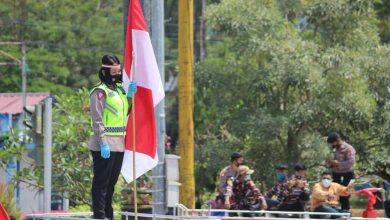 Photo of Kisah Iptu Hayyi Kibarkan Bendera Indonesia di Tengah Simpang Terpadat Samarinda