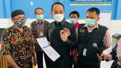 Photo of Pembelajaran Tatap Muka Kian Dekat, 333 Guru di Samarinda Divaksin