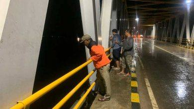 Photo of Sore Ini Muhammad Samsun Tinjau Jembatan Dondang yang Baru Ditabrak