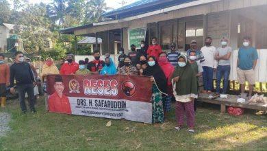 Photo of Safaruddin Berbagi Sembako dengan Petani di PPU