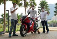 Photo of Ronald Sinaga Jadi Pembeli Pertama Honda CBR600RR di Indonesia