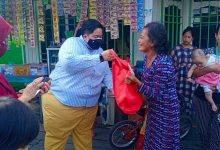 Photo of Blusukan Ananda Emira Moeis, Salurkan Sembako dan Serap Aspirasi